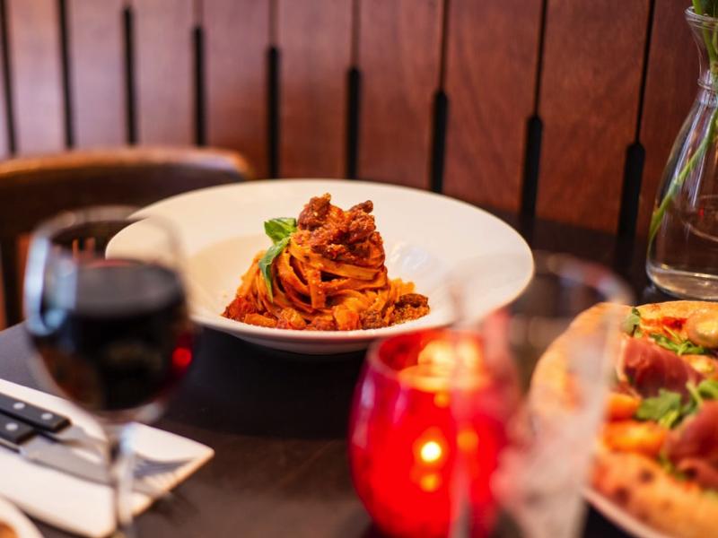 A bolognai spagetti tagliatelle tésztával az igazi!